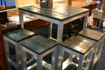 Aluminium statafelset met gebeitst steigerhout